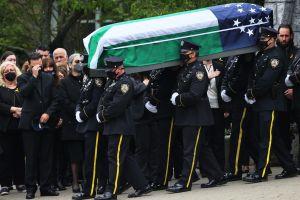 Tras funeral de oficial del NYPD arrollado piden pasar Ley de Seguridad y Derechos de Víctimas de Accidentes