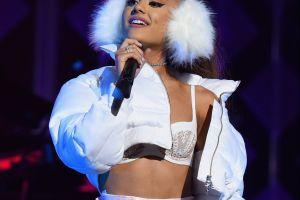 Amigos de Ariana Grande aseguran que está encantada y feliz en su nueva vida de casada