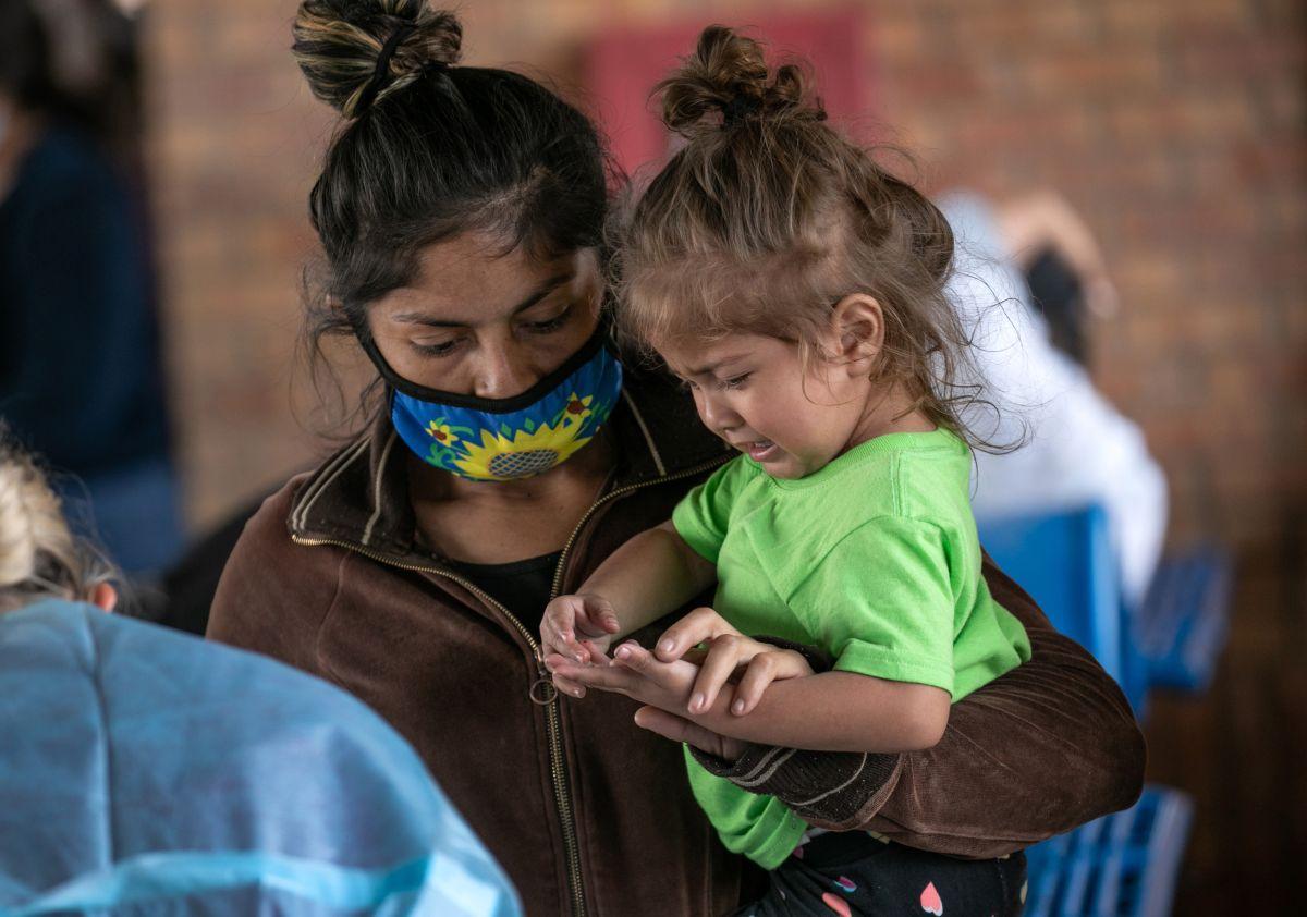 Estados Unidos crea una vía judicial exprés para otorgar asilo a las familias migrantes indocumentadas que crucen la frontera