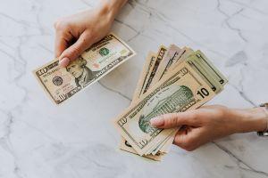 Tercer cheque de estímulo, pagos plus-up y reembolso de impuestos: a quiénes entregará el IRS esta semana cerca de 1 millón de pagos