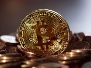 """Cómo el descomunal gasto de energía del bitcoin puede hacer explotar la """"burbuja"""" de las criptomonedas"""