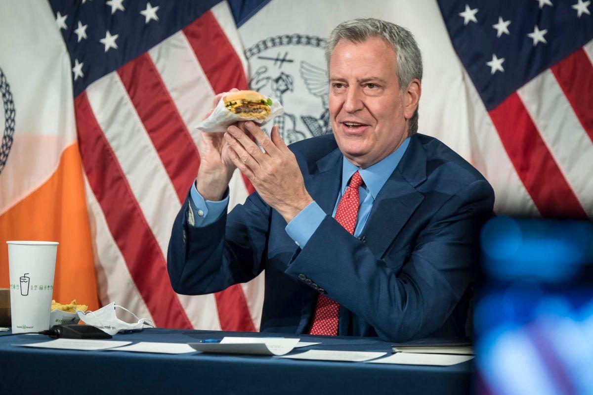 Ahora usarán el apetito para incentivar la vacunación en NYC dando 'burgers' gratis de Shake Shack