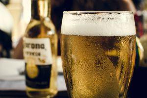 Beber cualquier cantidad de alcohol puede aumentar tu riesgo de cáncer de mama