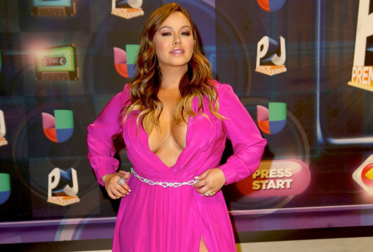 Dicen que Chiquis Rivera se operó los senos y en foto mostró el antes y el después