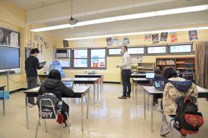 Escuelas de la ciudad de Nueva York no obligarán a estudiantes a vacunarse para el próximo año escolar
