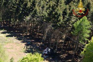 Italia: Al menos 14 muertos al desplomarse cabina de teleférico