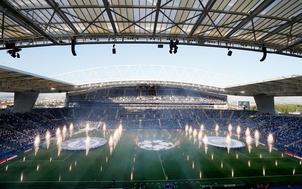 16.500 aficionados pudieron ingresar al estadio de los dragones en Oporto.