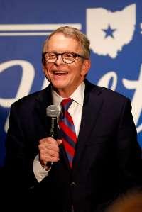 Gobernador de Ohio sorteará $1 millón semanales en lotería para vacunados contra la COVID-19