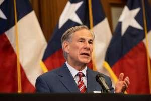 Los gobernadores de Texas y Florida culpan a los indocumentados del repunte del Covid-19