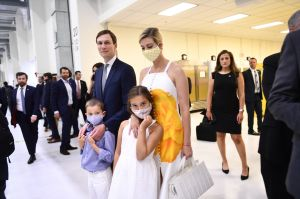 Ivanka Trump golpea a su hijo... por accidente