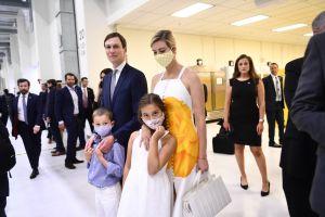 Ivanka Trump golpea a su hijo... por accidente