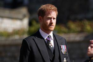 Juntan firmas para que el príncipe Harry renuncie a sus títulos de forma definitiva
