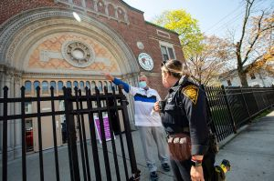 Ahora vacunan contra Covid-19 en las iglesias para convencer a los escépticos