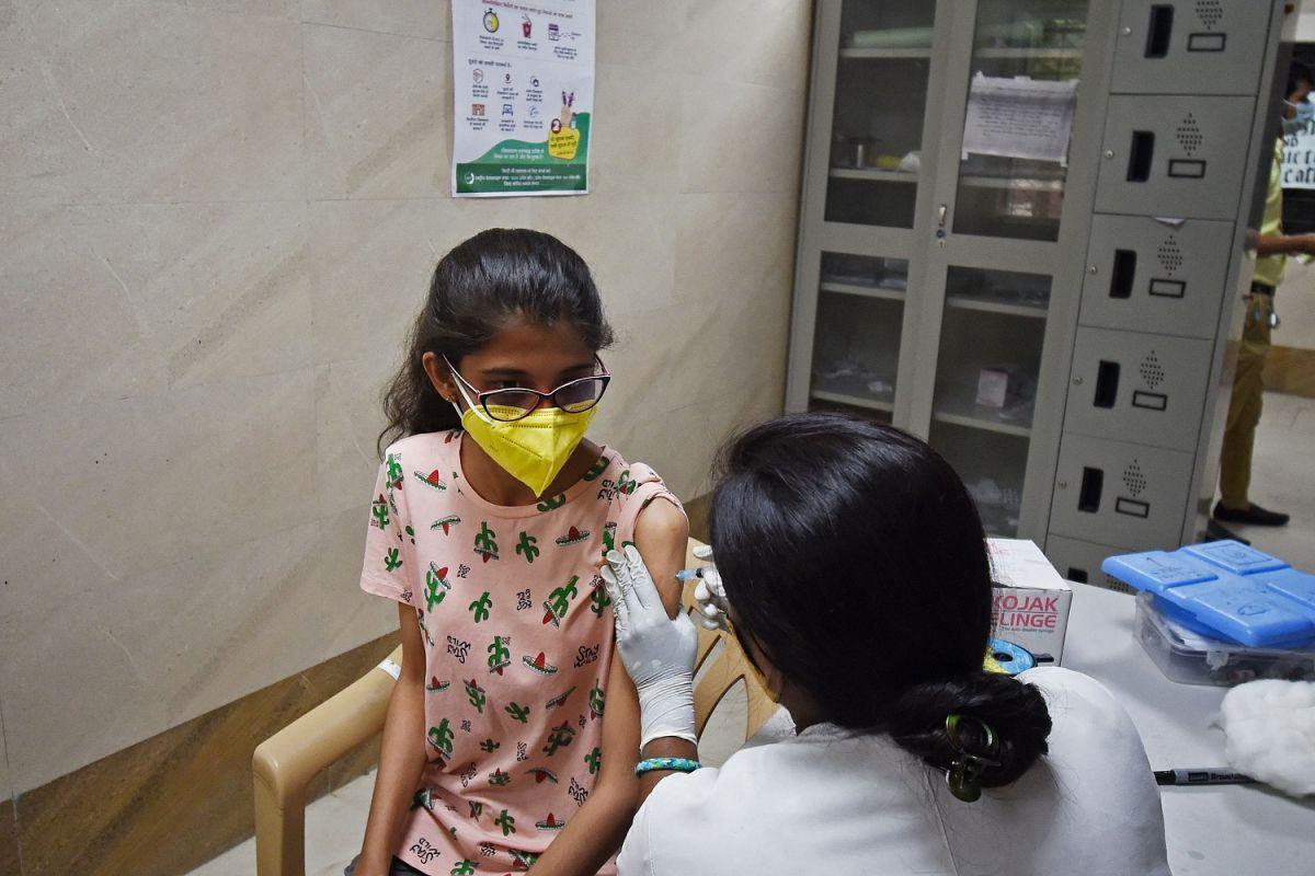 4 preguntas que los padres deben hacerse antes de vacunar a sus hijos de 12 años o más contra COVID
