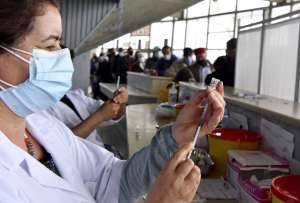 Fundadores de BioNTech de vacuna contra coronavirus estiman posible fin de pandemia para mediados del 2022