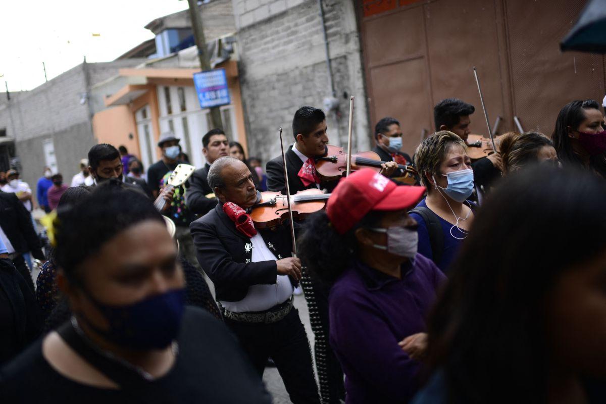 Un niño y una jovencita, los rostros más dolorosos de la tragedia en el Metro de México