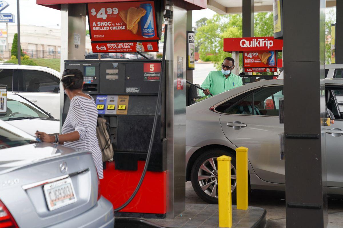 El Gobierno admitió crisis en el suministro de gasolina pero pidió evitar compras de pánico