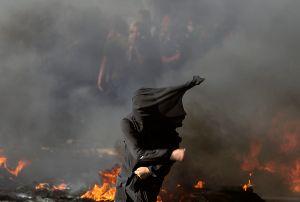 Video muestra rescate de niña palestina de entre los escombros de su casa en Gaza