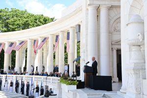 """Mensaje de Biden por Memorial Day: """"La democracia está en peligro, aquí en casa y en todo el mundo"""""""