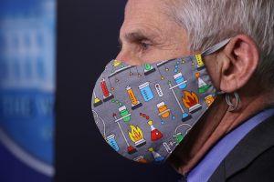 Dr. Fauci defiende relajar uso de mascarillas en interiores conforme avanza vacunación contra coronavirus