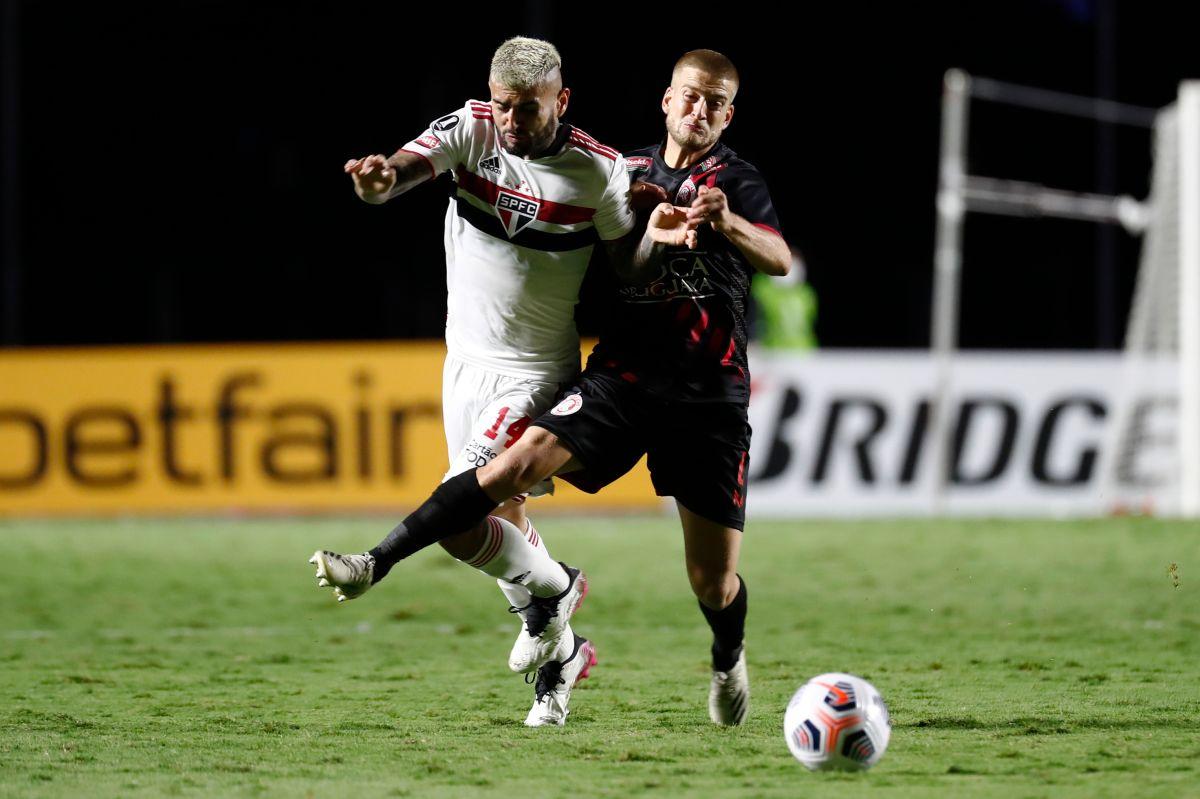El jugador estaba aislado de su equipo por padecer COVID-19.