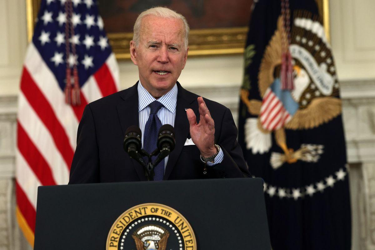 Biden advierte a quienes reciben bono de desempleo a aceptar un trabajo o perderán la ayuda