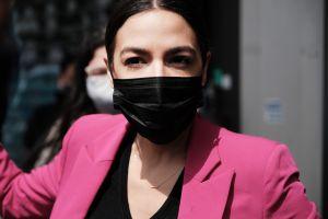 Alexandria Ocasio-Cortez cuestiona a Biden por defensa de Israel en conflicto con Palestina
