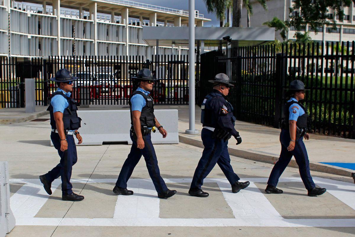 Imagen de archivo de oficiales de la policía de Puerto Rico, en San Juan.
