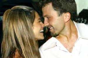 Bomba: Así ha sido el primer beso apasionado de Jennifer López y Ben Affleck en Instagram