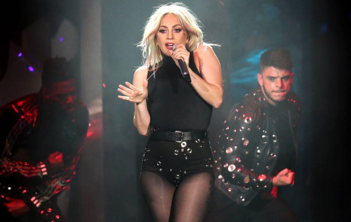 Lady Gaga presumió su figura y retaguardia con tremendo hilo dental.