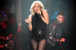 Lady Gaga posa de espalda y presume tremendo hilo dental