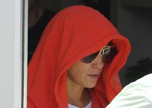 Jennifer López salió del gimnasio sin leggings, todo para esconderse de los paparazzi