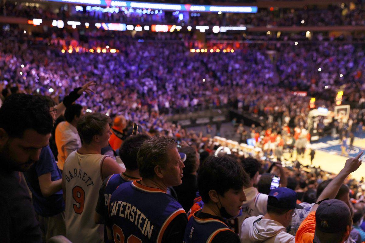 Casi 15,000 fanáticos asistieron al juego 2 entre los Knicks y los Hawks.