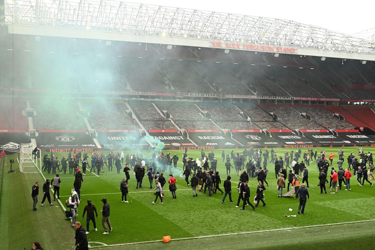 Protesta de aficionados del Manchester United obligó a postergar el derbi ante el Liverpool