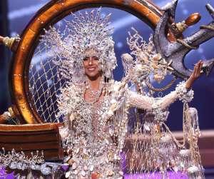 El monumental tropiezo de Miss Panamá, Carmen Jaramillo, casi la hace ir a dar al suelo