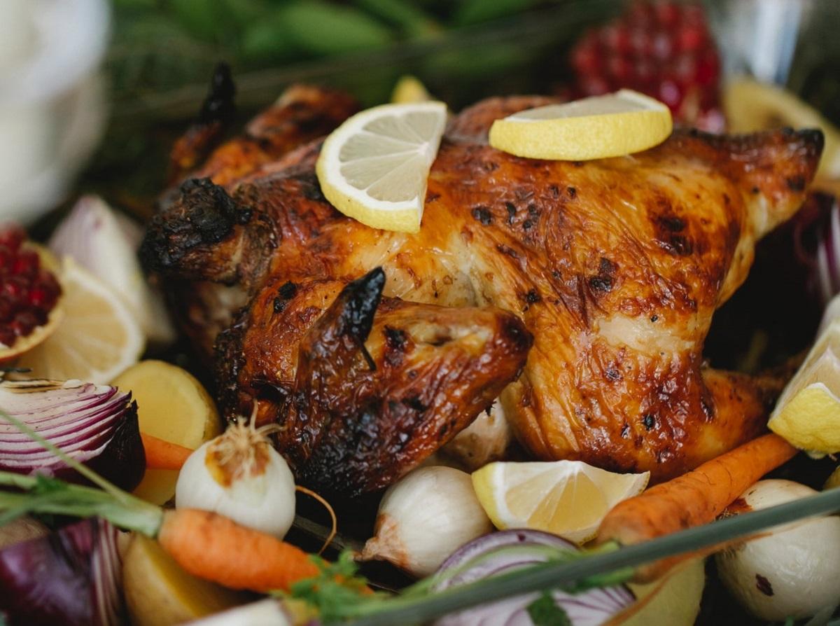 Qué temperatura debe alcanzar la carne de res, pollo y pescado al cocinarse para un consumo seguro