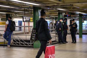 Tres pasajeros fueron atacados con navajas en el Subway de NYC mientras crece el pedido de más policías