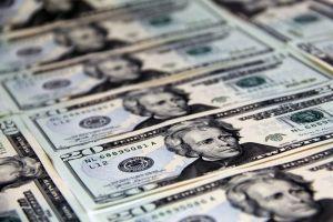 Mujer gana $26 millones en la lotería pero no puede reclamarlos porque echó el billete a la lavadora