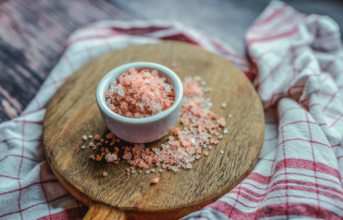 Por qué comer demasiada sal debilita la inmunidad y nos hace más propensos a enfermarnos