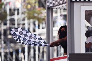 Serena Williams le mostró la bandera a cuadros a Max Verstappen, nuevo líder de la Fórmula 1