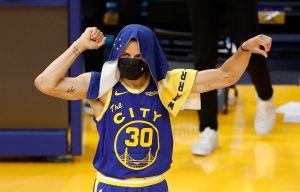Stephen Curry concluyó la temporada regular como un MVP: 46 puntos que atemorizan a los Lakers