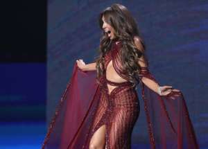"""Thalía dejó claro que no llevaba puesta ropa interior en el concierto """"Ellas y su Música"""""""