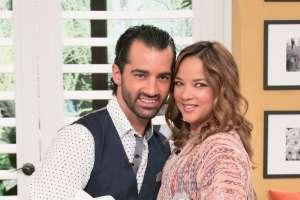 Adamari López se pone su anillo de compromiso y se va de vacaciones al reencuentro con Toni Costa