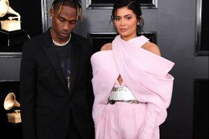 Kylie Jenner celebró el cumpleaños de Travis Scott con un escote que por poco le llega a la retaguardia