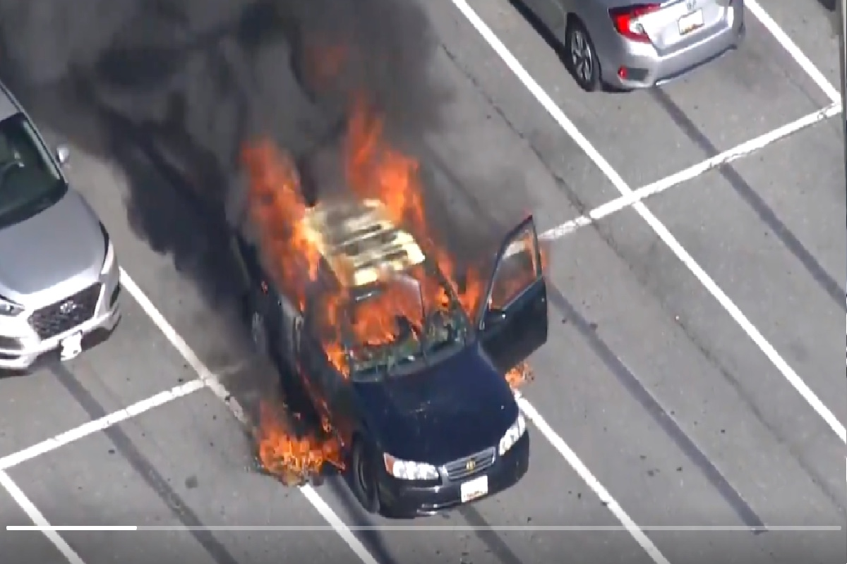 VIDEO: Fumador usa desinfectante de manos y provoca que su auto estalle en llamas