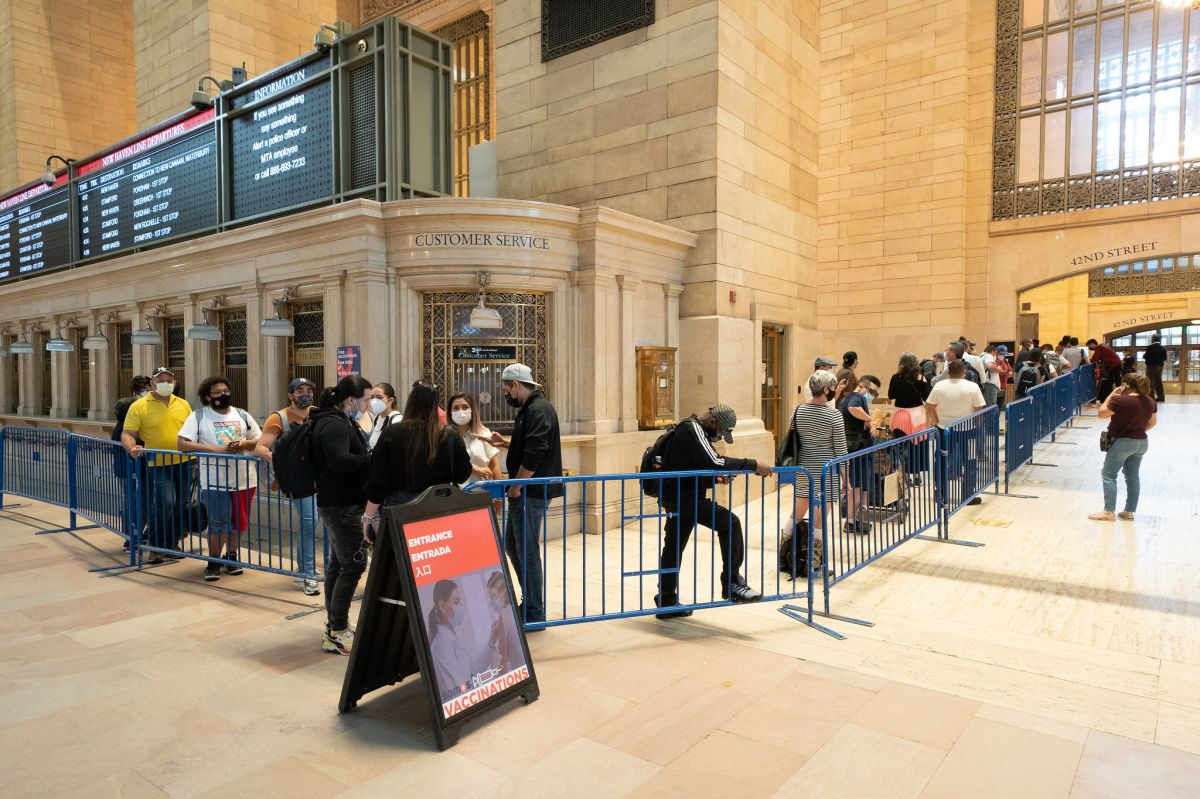 El Gobernador anunció que los sitios móviles de vacunación en Grand Central Terminal y en Penn Station se extienden por otra semana.