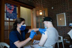 10 millones de neoyorquinos ya tienen al menos una dosis de vacuna contra el COVID-19