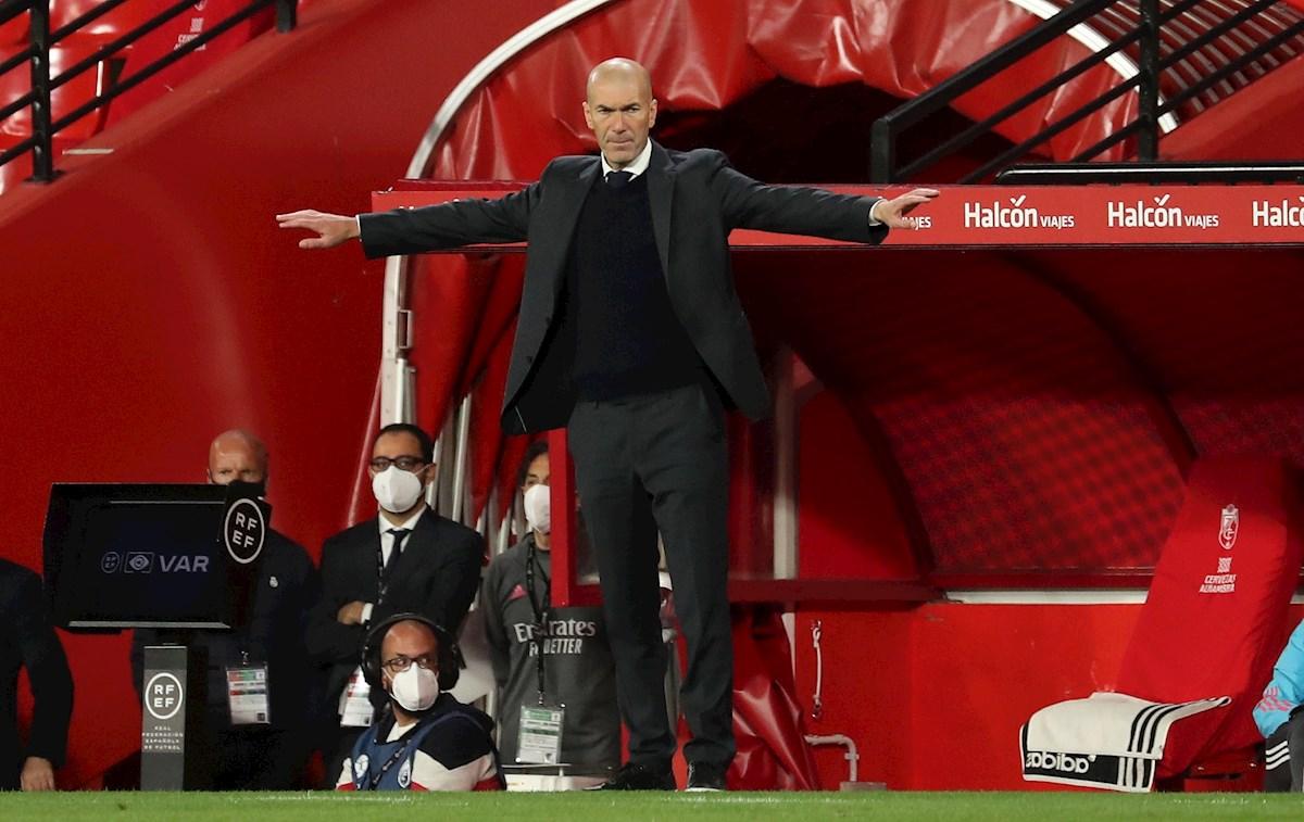 Zidane no seguiría en el Real Madrid y sus jugadores ya conocen su decisión