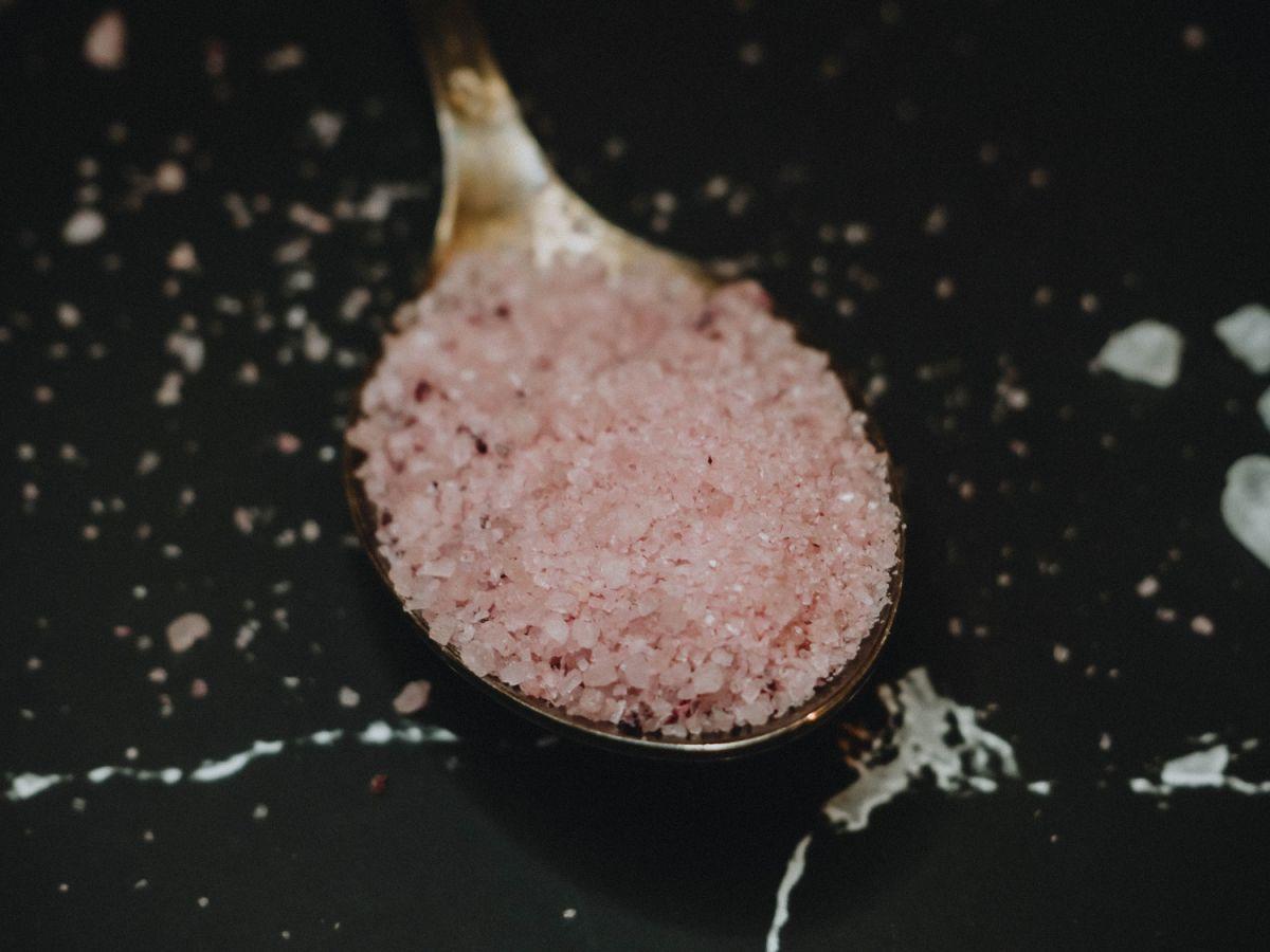 Comer sal en exceso debilita al sistema inmunológico