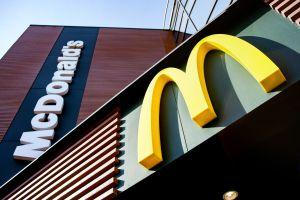 Día Mundial de la Hamburguesa: Mujer en Virginia transforma su casa en un McDonald's